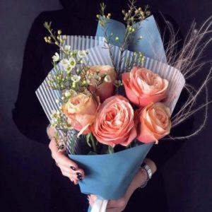 Букет из пионовидных роз Kahala