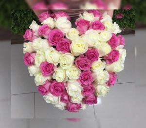 Большие белые и розовые розы